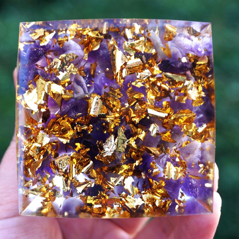 Handmade Orgonite Pyramid 60mm Amethyst Crystal Sphere With Amethyst Natural Cristal Stone Orgone Energy Healing Orgone